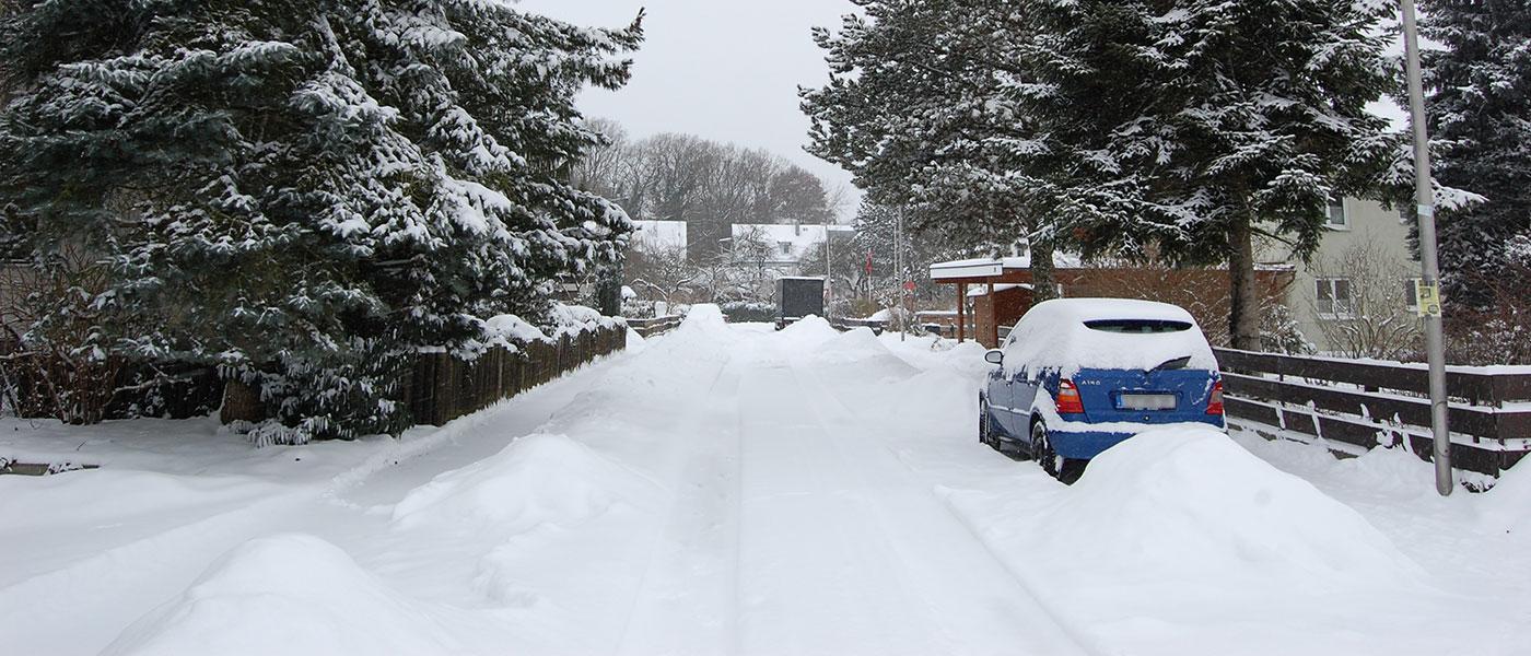 Stark verschneite Straße