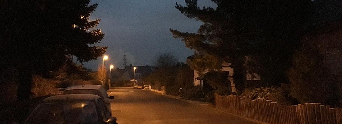 Straße in Morgendämmerung