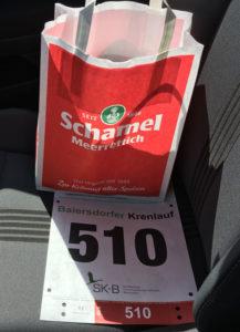 Startnummer mit Schamel-Tüte
